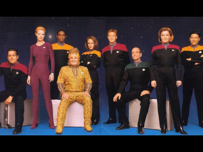 Voyager Crew Members Wallpaper 800x600
